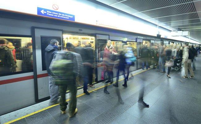 Flüchtlinge sollen monatlich 4 Euro für die Wiener Öffis zahlen.