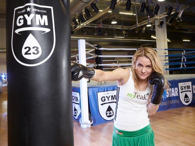"""Nicole Wesner stellt sich der Challenge """"Ninja Warrior Germany""""."""