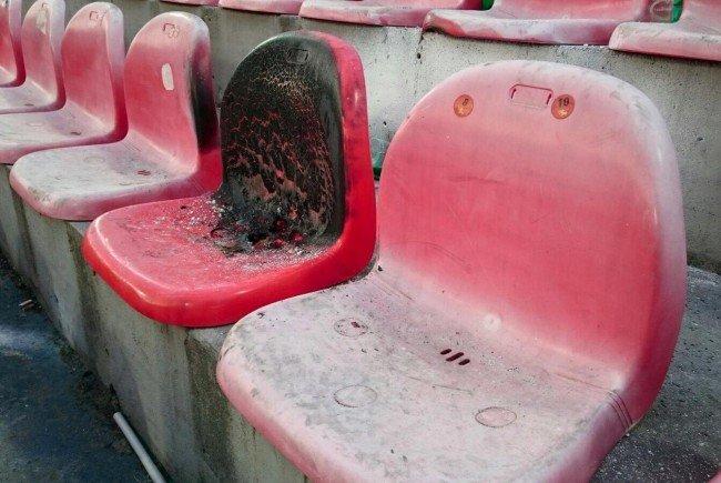 Beim Spiel Admira - Rapid kam es im Gästesektor zu einem Kleinbrand.
