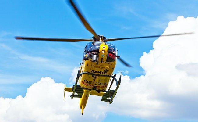 Der schwer verletzte Mann wurde mit dem Rettungshubschrauber ins Krankenhaus geflogen.