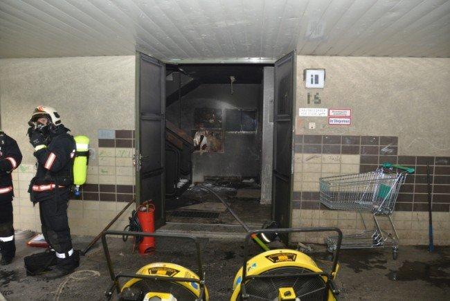Den Bewohnern wurde bei dem Kellerbrand in Simmering der Fluchtweg abgeschnitten.