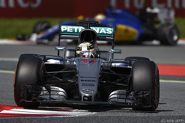 Hamilton geht als Erster ins Rennen