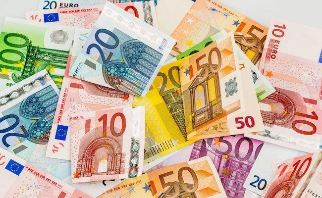 Die AK kritisiert die Gehaltskonto-Teuerung.