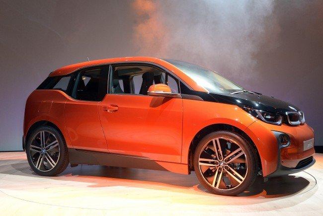 In den USA wird der Verkaufsstopp des BMW i3 gefordert.