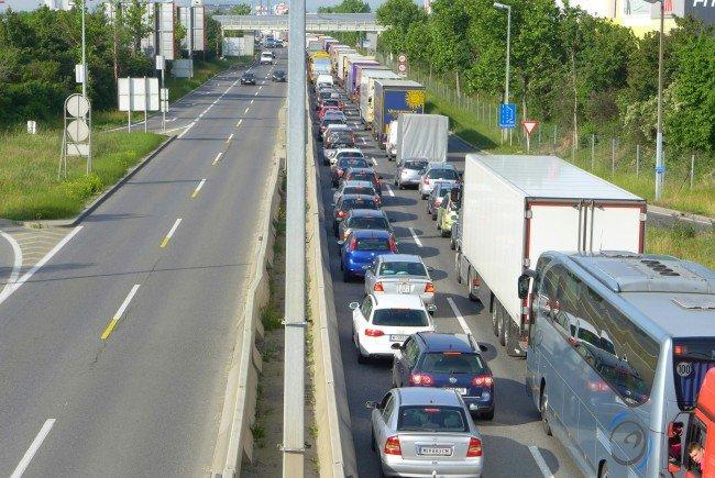 Massiver Stau nach Unfall auf Wiener Südosttangente