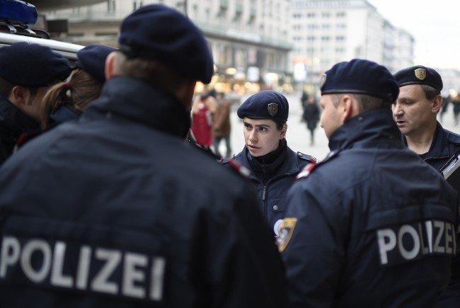 Die Polizei konnte ihren Einsatz nicht in Ruhe durchführen.