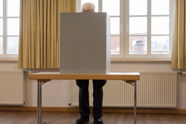 Die FPÖ prangert eine mögliche Boppelwahl bei der Bundespräsidentenwahl an.