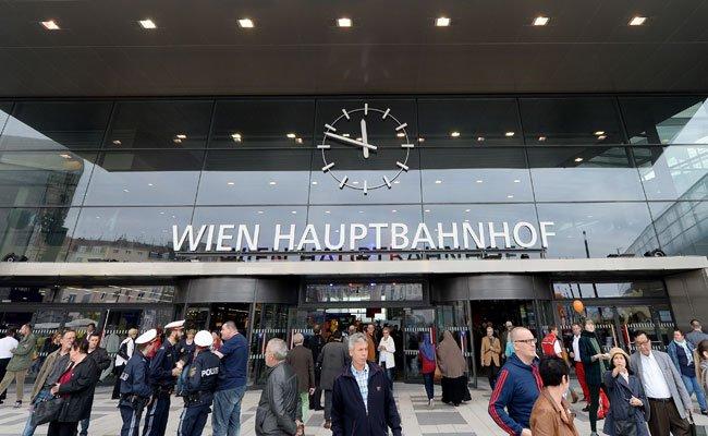 Autofahrer können ihr Fahrzeug beim Hauptbahnhof Wien günstig abstellen.