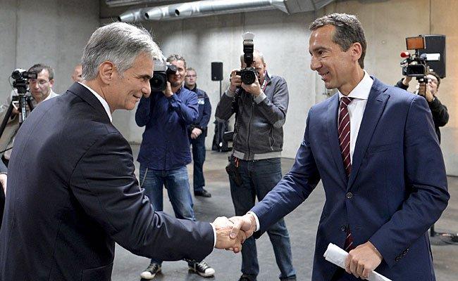 Wird ÖBB Holding-Chef Christian Kern (r.) dem scheidenden Werner Faymann (l.) nachfolgen?