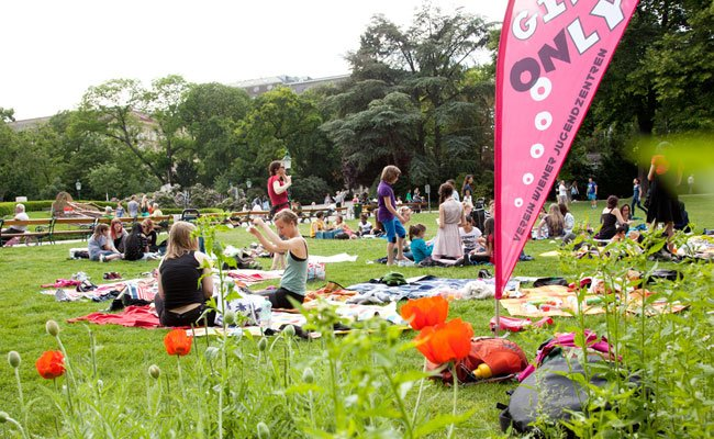 Das Mädchenpicknick in Wien findet bereits zum 11. Mal statt.