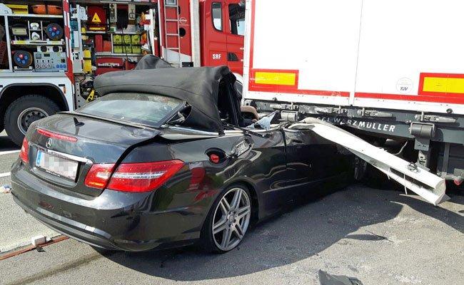 Ein schwerer Unfall auf der Südautobahn kostete das Leben eines Cabriofahrer