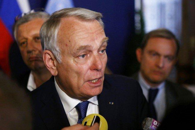 """Der französische Außenminister Ayrault zeigt sich """"besorgt"""" über die Möglichkeit eines Hofer-Siegs."""