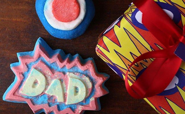 """Wir verlosen ein """"Superdad!""""-Geschenk mit tollen Bade-Goodies zum Vatertag"""