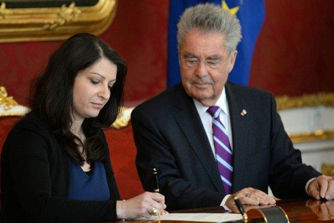 Duzdar bei der Angelobung mit Bundespräsident Heinz Fischer.