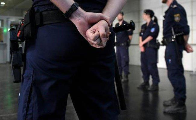 Der 19-Jährige wurde vor dem Gerichtssaal festgenommen.