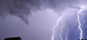 Wie gefährlich Blitzschläge sind und wie man sich am besten schützt