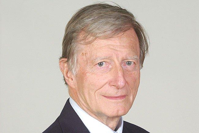 Der ehemalige Rektor der Universität Wien und frühere Präsident des Wissenschaftsfonds FWF, Kurt Komarek, ist am 18. Mai 89-jährig gestorben