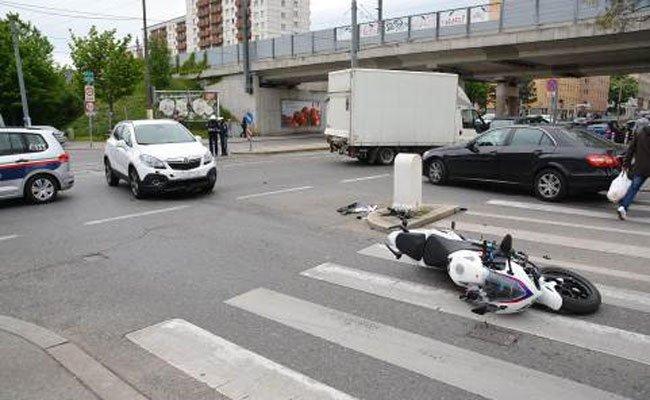 Bei einem Verkehrsunfall in Simmering wurde ein Motorradfahrer verletzt
