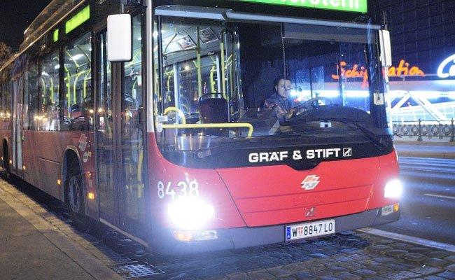 Ein Unfall mit einem Nachtbus ereignete sich in der Koppstraße