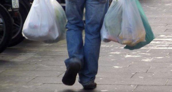 Umweltminister Andrä Rupprechter plant weitere Reduktion von Plastiksackerl