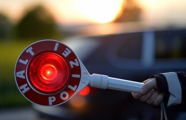 Der Porsche-Fahrer war mit 230 km/h gemessen worden.