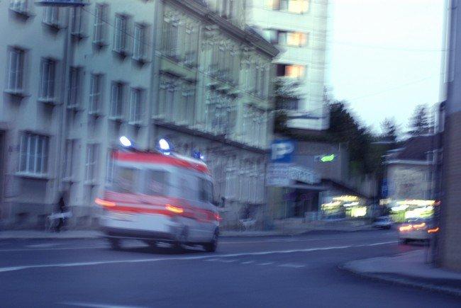 Am Freitagnachmittag wurde ein 86-jähriger Mann von einem Lkw angefahren.