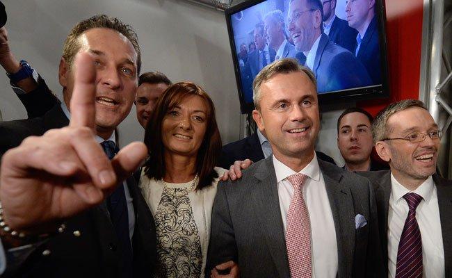 FPÖ-Chef Strache zeigt sich angesichts der ORF-Recherchen empört