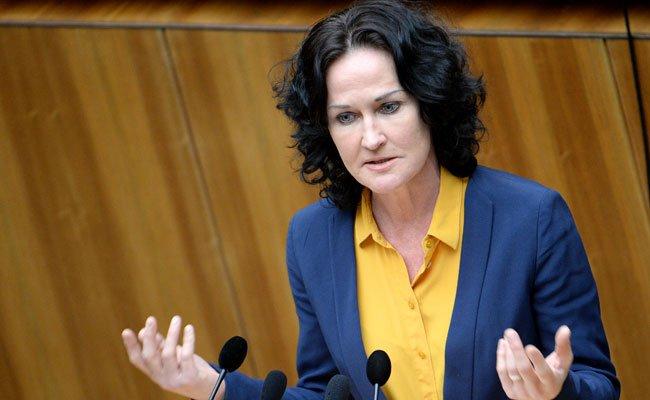 Grünen-Chefin Eva Glawischnig fordert im Falle einer Mindestsicherungs-Kürzung ein Vorgehen gegen die Länder.
