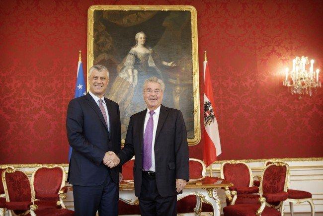 Österreichs Bundespräsident Heinz Fischer (r.) mit seinem kosovarischen Amtskollegen Hashim Thaci in Wien.