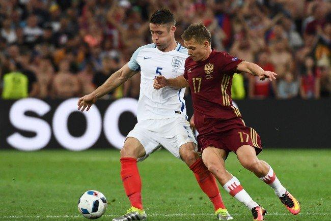 England und Russland teilen sich die Punkte.