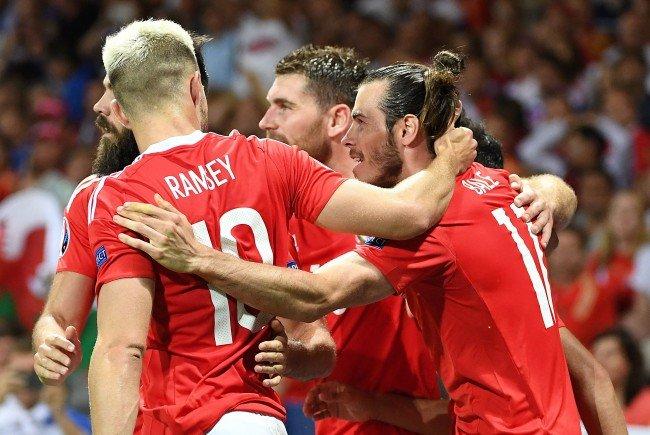 Wales feiert einen 3:0-Sieg über Russland.