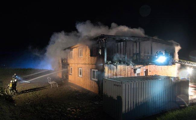 Rudi Anschober setzt Maßnahmen nach dem Brandanschlag