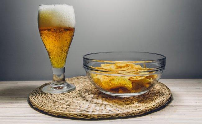 Bier und Knabbereien gehören für viele Österreicher einfach zur Fußball-EM dazu.