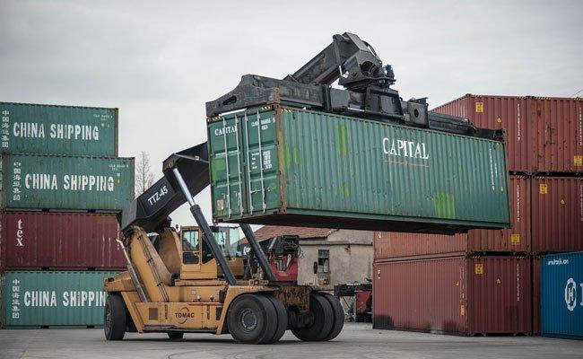 Ein 58-Jähriger wurde von einem Container erdrückt.
