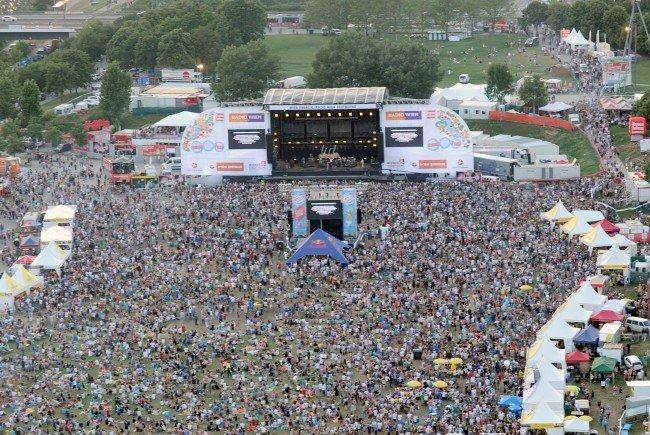 Blick von oben aufs Wiener Donauinselfest