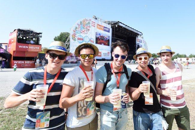 Begeisterte Besucher beim Donauinselfest am Samstag