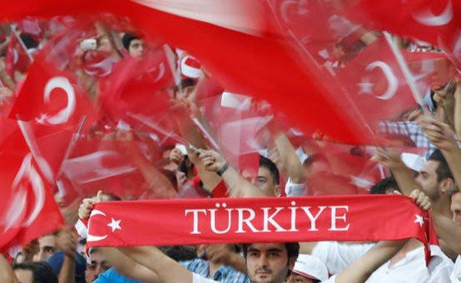Die türkischen Fans feierten lautstark am Reumannplatz.