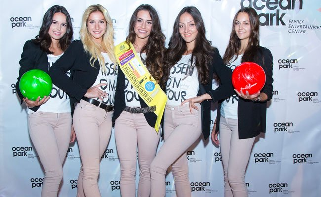 Die Top 5 Miss Austria Akademie, in der Mitte: Kimberly Budinsky