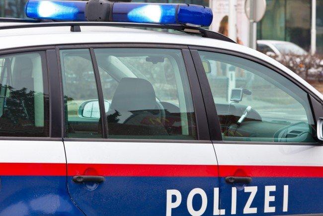 Der aggressive Mann beschädigte ein Polizeifahrzeug