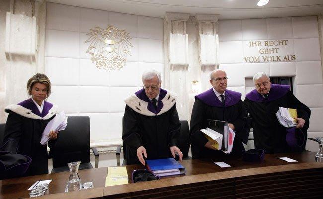 Der Verfassungsgerichtshof pausiert mündliche Verhandlung bis Mittwoch