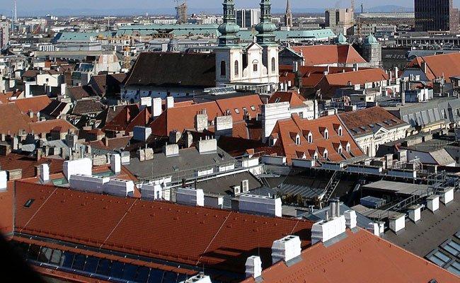 Die Polizei jagte drei Männer in Simmering über Wiener Dächer.