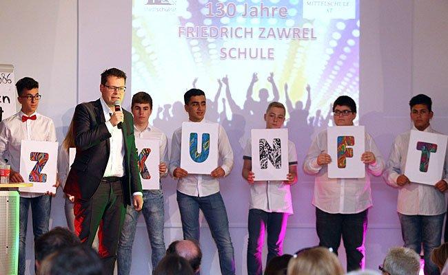 Stadtschulratspräsident Jürgen Czernohorszky bei der Schulfeier