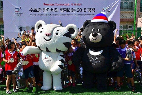"""Der weiße Tiger """"Soohorang"""" und sein Freund, der Kragenbär """"Bandabi"""""""