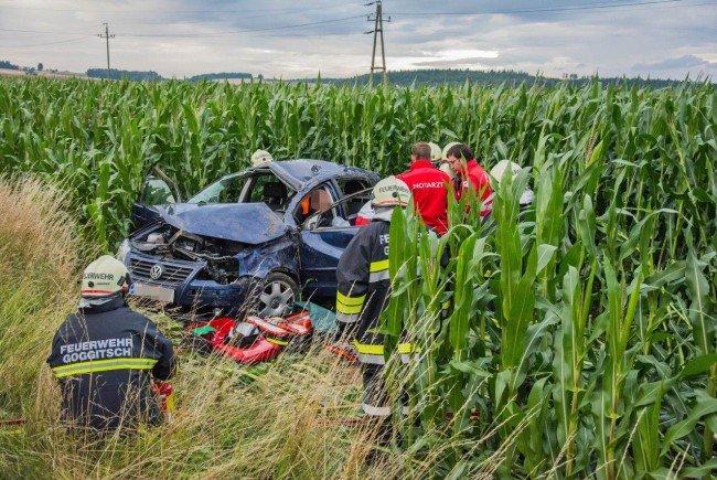 Nach einem Überschlag mit ihrem Fahrzeug wurde eine Lenkerin verletzt