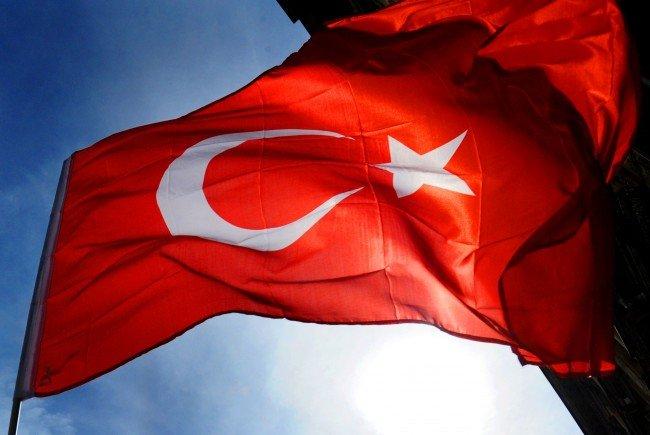 Der Bürgermeister von Wiener Neustadt wünscht die Entfernung der Türkei-Flaggen.