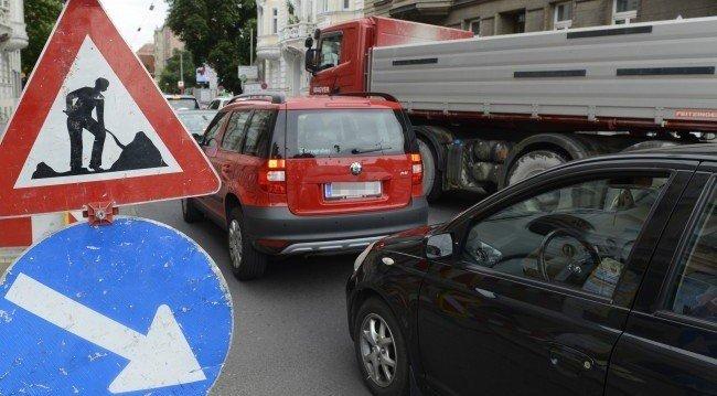 Verkehrsteilnehmer müssen im Sommer wieder Geduld beweisen.