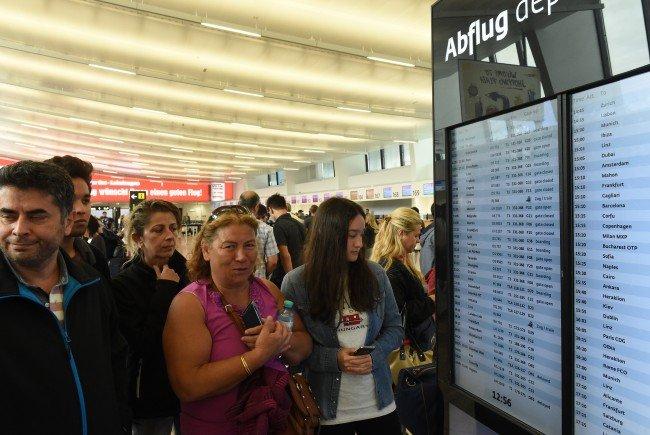 Reisende am Wiener Flughafen schildern ihre Meinungen zu den Vorfällen in der Türkei