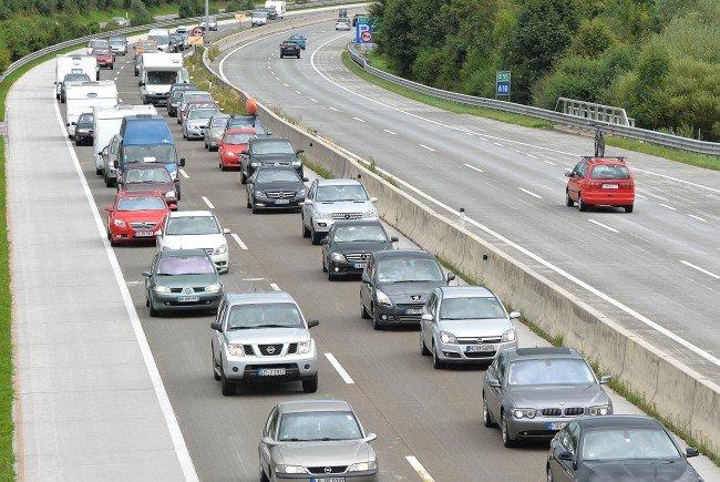 Viel Geduld werden die Autofahrer am Samstag auf ihrer Reise in den Süden brauchen.