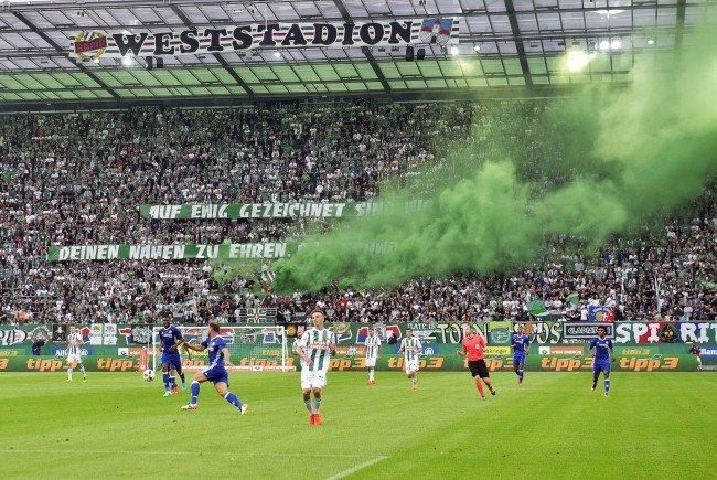 Die Rapid-Fans feierten die Eröffnung des neuen Stadions ausgelassen.