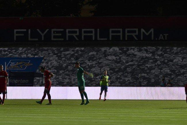 Zwei Flutlicht-Ausfälle beim EL-Match zwischen Admira Wacker und Slovan Liberec.